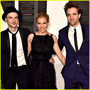 Robert Pattinson Spends Oscars 2015 Night with His BFFs!