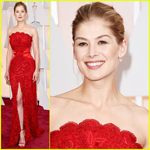 Rosamund Pike Looks Amazing at Oscars 2015