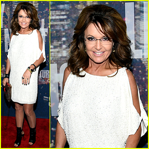 Sarah Palin Shows Some Skin in Short Dress at 'SNL 40'