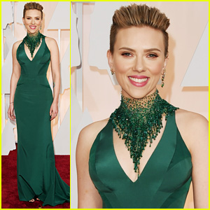 Scarlett Johansson Shows Off Her Killer Body at Oscars 2015