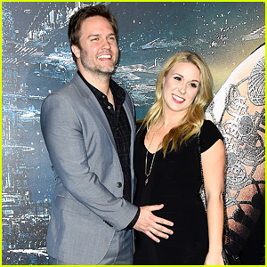 Scott Porter's Wife Kelsey is Pregnant, 'Hart of Dixie' Actor Expecting First Baby!