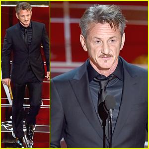 Sean Penn Presents Biggest Award to 'Birdman' at Oscars 2015