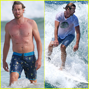 Simon Baker Goes Shirtless in Sydney Ahead of 'The Mentalist' Series Finale