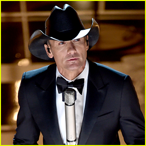 Tim McGraw's Oscars 2015 Performance Video - Watch Now!