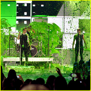 5 Seconds of Summer Get Majorly Slimed During 'What I Like About You' Performance at Kids' Choice Awards 2015 (Video)