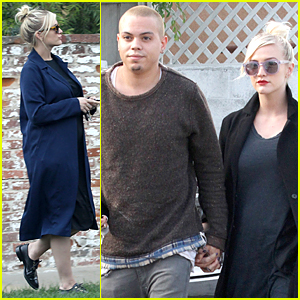 Ashlee Simpson & Evan Ross Grab Food For Their Baby!