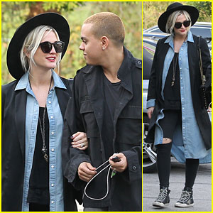 Pregnant Ashlee Simpson Keeps Close to Her Husband Evan Ross