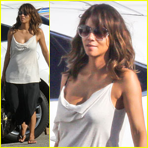 Halle Berry Will Be a 'Sexy Warrior' During the Second Season of 'Extant'