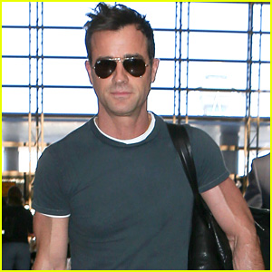 Justin Theroux Puts His Buff Arms on Display While Traveling