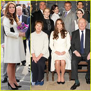 Kate Middleton Meets Cast & Crew at 'Downton Abbey' Set Visit!