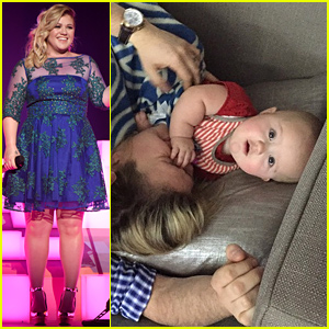 Kelly Clarkson Performs 'Heartbeat Song' at iHeartRadio Music Awards 2015 (Video)