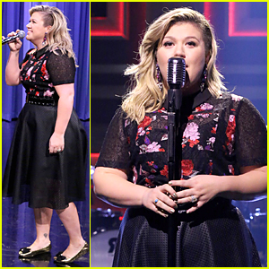 Kelly Clarkson Jimmy Fallon Perform Epic Duets Medley