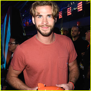 Liam Hemsworth: 'Hunger Games: Mockingjay - Part 1' Wins at Kids Choice Awards 2015!