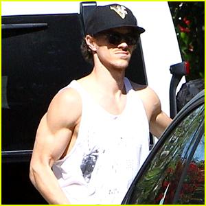 Naya Rivera's Husband Ryan Dorsey Flaunts His Big Muscles