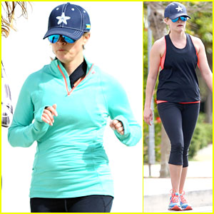 Reese Witherspoon Stays Healthy Even After Award Season