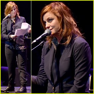 Amy Poehler Dyed Her Hair Red - See the New Look!