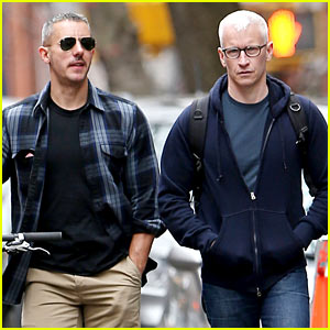 Anderson Cooper & His Boyfriend Wear Matching Sneakers!