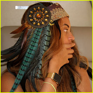 Beyonce Flaunts Her Gold Apple Watch at Coachella