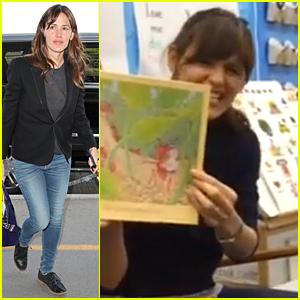 Jennifer Garner Visits Bishopville Primary School & Reads to Kids (Video)