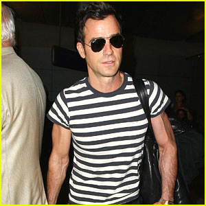 Justin Theroux Puts His Muscles On Display in a Tight Shirt