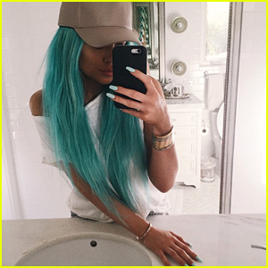 Kylie Jenner Dyes Her Long Hair Bright Aqua Blue!