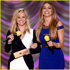 Reese Witherspoon & Sofia Vergara Present Best Kiss at MTV Movie Awards 2015!