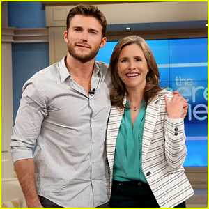 Scott Eastwood Explains Dad Clint's Steel Look: 'You Don't Want That'