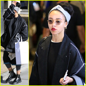 FKA twigs Flies the Skies Sans Fiance Robert Pattinson
