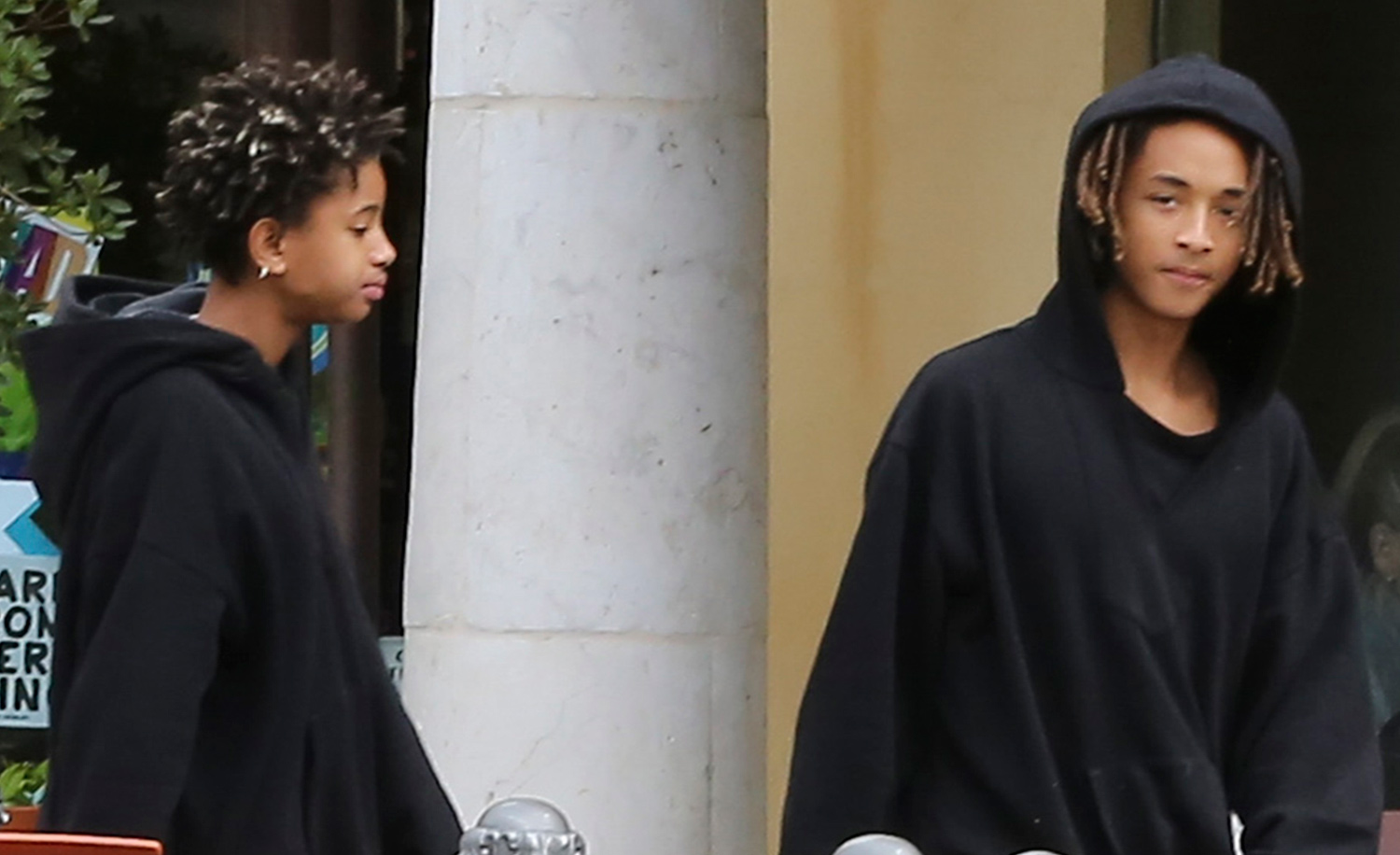 Jaden smith brings his own water jug to lunch with willow for Jaden smith 2015