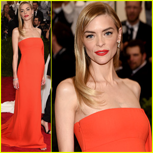 Jaime King Flawlessy Dresses Up Baby Bump at Met Gala 2015