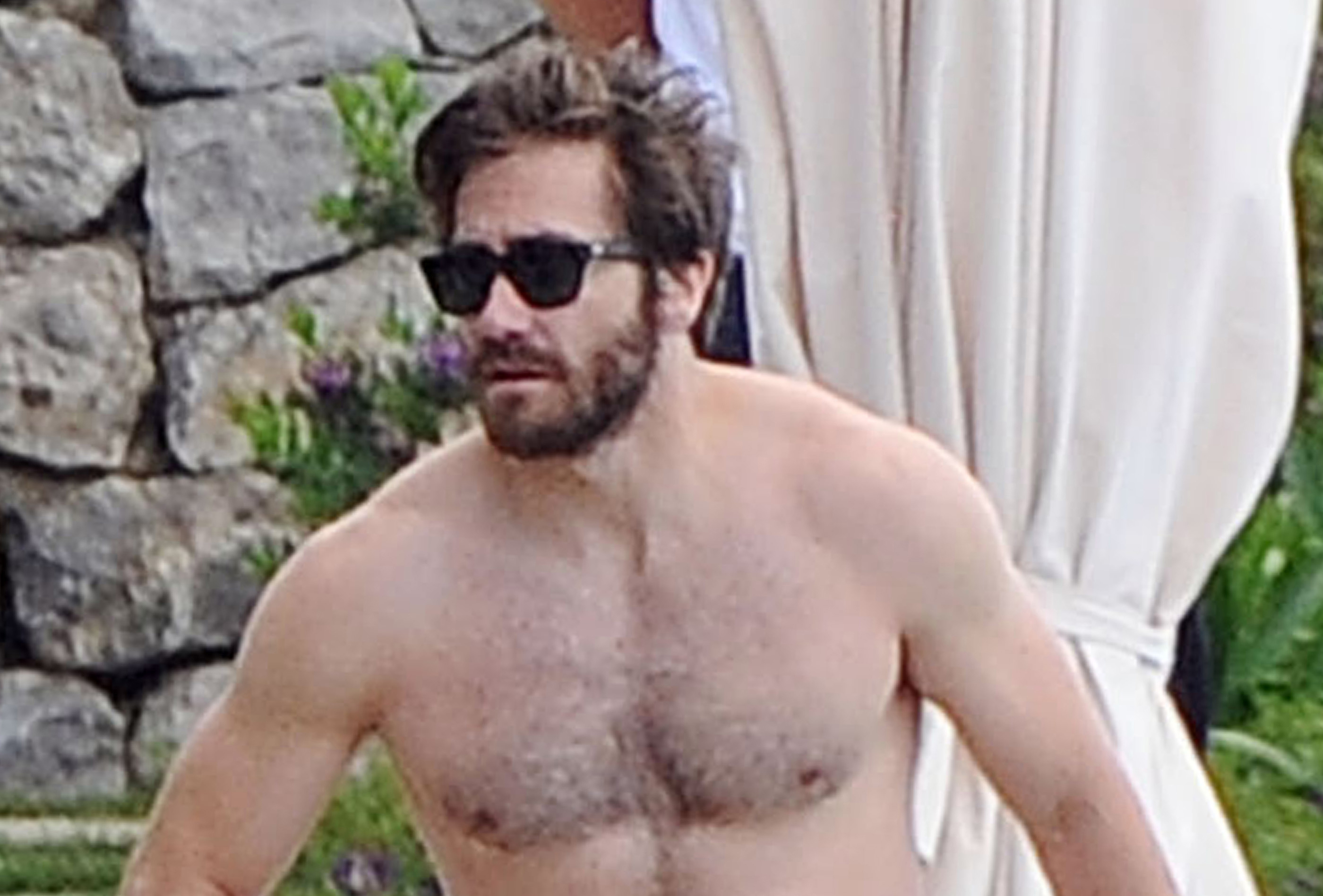 Jake Gyllenhaal Goes Shirtless During Italy Vacation With Greta Caruso ... Jake Gyllenhaal