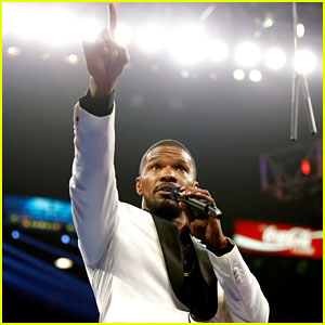 Jamie Foxx Sings the National Anthem For Mayweather Vs. Pacquiao Fight