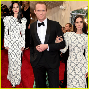 Jennifer Connelly is Lacy in Custom Louis Vuitton at Met Gala 2015 With Husband Paul Bettany