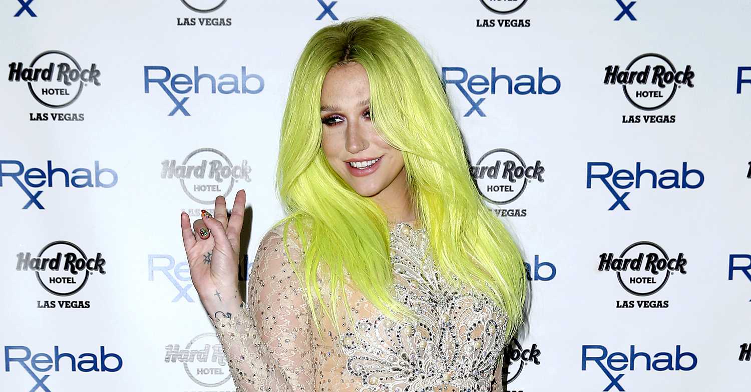 Kesha Shows Off Her Bright Green Hair For Vegas Pool Party Kesha Just Jared