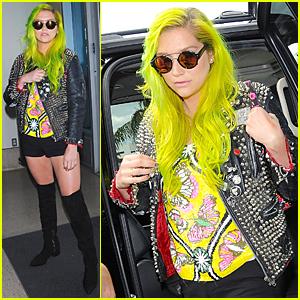Kesha Debuts Neon Green Hair at LAX Airport