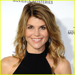 Lori Loughlin Will Return as Aunt Becky to 'Full House' Reboot!