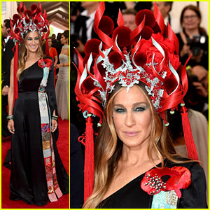Sarah Jessica Parker Wears Giant Headpiece to Met Gala 2015