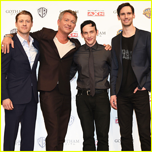 Ben McKenzie & 'Gotham' Guys Hit Japan for Press Conference!