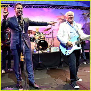 Chris Pratt & Jimmy Buffett Sing 'Margaritaville' at 'Jurassic World' Premiere Party