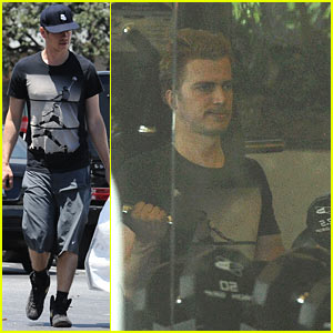 Hayden Christensen Pumps Iron After Running Errands