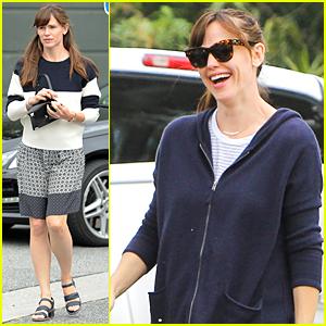 Jennifer Garner Flashes Big Smile Despite Divorce Rumors