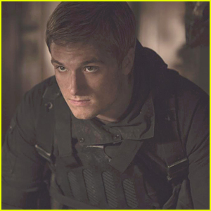 Josh Hutcherson Reveals New 'Mockingjay Part 2' Photo!