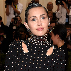 Miley Cyrus on Award Shows: 'Beyonce Would Never Be Down in the Front Row Cheering on Katy Perry'