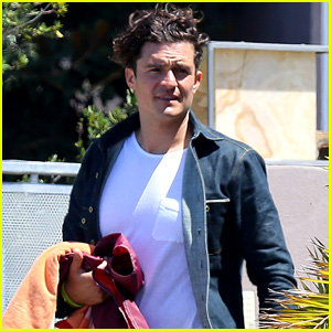 Orlando Bloom Goes for a Mid-Week Swim With Friends