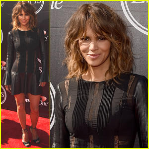 Halle Berry Presents Pat Tillman Award at 2015 ESPYs