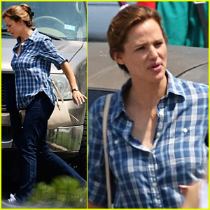 Jennifer Garner Keeps Busy While Filming 'Miracles From Heaven'
