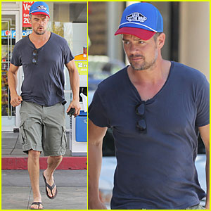 Josh Duhamel Has Lunch With a Friend in Need