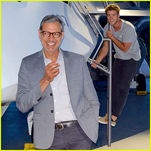 Liam Hemsworth Photobombs Jeff Goldblum's First Facebook Pic!