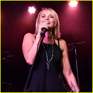 Miranda Lambert Makes First Post-Divorce Appearance