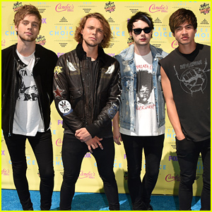 5 Seconds of Summer Beat the Heat at Teen Choice Awards 2015